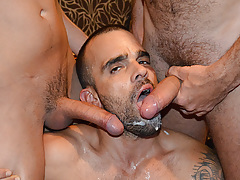 Yearn Bang stars Damien Crosse and 4 Hung and Uncut champs in an incredible gangbang/bukkake scene. Watch as each of the boys makes love and blasts his load in Damien's mouth! daddy gay movies