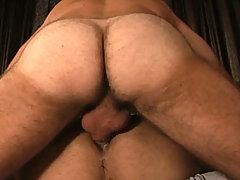 Horny Dilf loves fucking that younger dude in the ass !
